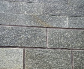 Плитка из златолита серебристого 4-х сторонняя без окола